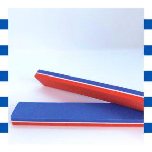 Le polissoir tout doux bleucocotte a une face rouge et une face bleu pour polir les ongles en douceur