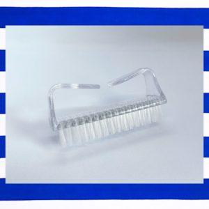 brosse nettoyante bleucocotte pour nettoyer les ongles pendant une manucure ou une pédicure